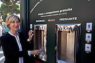 """Roma 10 Settembre 2015<br /> Inaugurata  la nuova «Casa dell'Acqua»  Acea, di fronte al Colosseo, una vera fontana hi-tech, dove si può bere gratuitamente acqua fresca a 9 gradi, sia naturale che gassata. Inoltre è possibile ricaricare cellulari e tablet. Catia Tomasetti Presidente di Acea<br /> Rome September 10, 2015<br /> Inaugurated the new """"Water House"""" Acea, in front of the Colosseum, a real hi-tech fountain, where you can drink free fresh water at 9 degrees, both natural and carbonated. It is also possible to recharge phones and tablets. Catia Tomasetti President of ACEA"""
