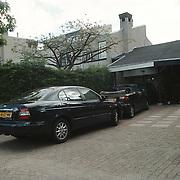 Auto Willibrord Frequin voor de oude woning koggewagen Blaricum