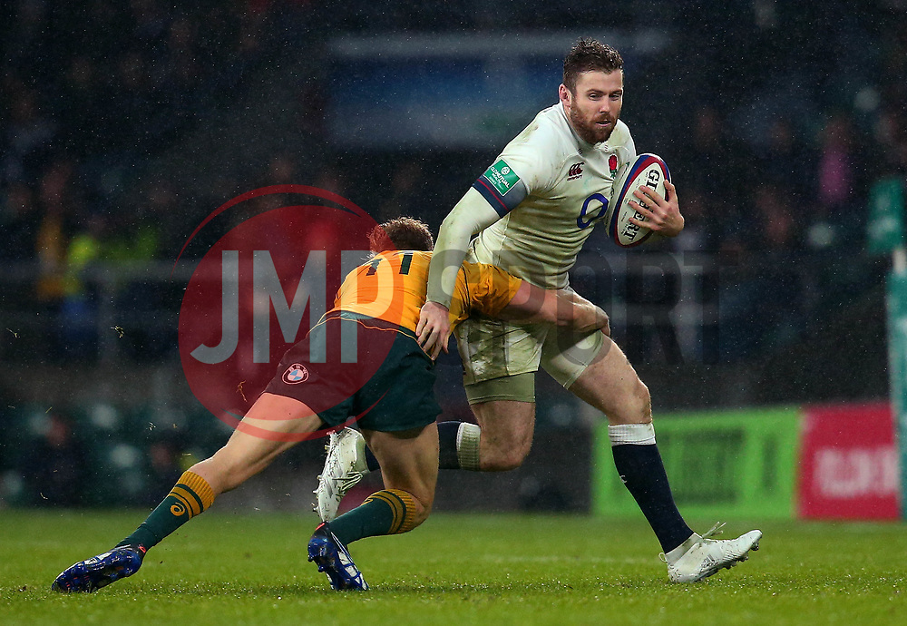 Elliot Daly of England is tackled by Reece Hodge of Australia - Mandatory by-line: Robbie Stephenson/JMP - 18/11/2017 - RUGBY - Twickenham Stadium - London, England - England v Australia - Old Mutual Wealth Series