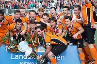 EINDHOVEN - na de finale play off wedstrijd tussen de mannen van Oranje-Zwart en Bloemendaal (3-2) . OZ wint de titel.  In het midden aanvoerder Robert van der Horst. ANP KOEN SUYK