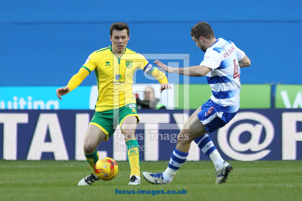 Jonny Howson of Norwich and Joey van den Berg of Reading in action during the Sky Bet Championship match at the Madejski Stadium, Reading<br /> Picture by Paul Chesterton/Focus Images Ltd +44 7904 640267<br /> 26/12/2016