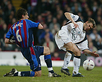 Fotball, 26. januar 2003, Crystal Palace V Liverpool FA cup 4th round. Selhurst park.<br />Michael Owen, Liverpool  og  Tony Popovic <br />Foto: Scott Heavey, Digitalsport