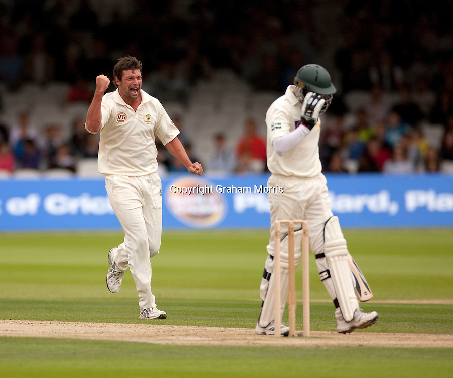Ben Hilfenhaus celebrates having Azhar Ali caught behind during the MCC Spirit of Cricket Test Match between Pakistan and Australia at Lord's.  Photo: Graham Morris (Tel: +44(0)20 8969 4192 Email: sales@cricketpix.com) 14/07/10