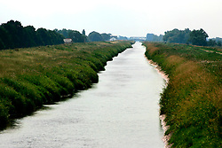 UK ENGLAND CAMBRIDGESHIRE GOLD HILL 7AUG06 - View onto the New Bedford River, also known as the Hundred Foot Drain running through the Fenlands...jre/Photo by Jiri Rezac..© Jiri Rezac 2006..Contact: +44 (0) 7050 110 417.Mobile:  +44 (0) 7801 337 683.Office:  +44 (0) 20 8968 9635..Email:   jiri@jirirezac.com.Web:    www.jirirezac.com..© All images Jiri Rezac 2006 - All rights reserved.