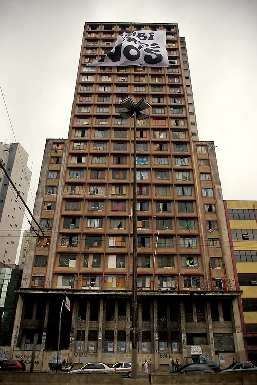 The Prestes Maia building was an old textile factory abandoned more than 20 years and occupied by the Downtown Roofless Movement. Sao Paulo, Brazil.(February, 2006)