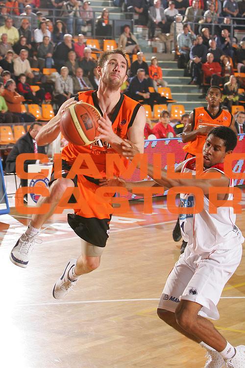 DESCRIZIONE : Udine Lega A1 2006-07 Snaidero Udine Bipop Carire Reggio Emilia <br /> GIOCATORE : Wisniewski <br /> SQUADRA : Snaidero Udine <br /> EVENTO : Campionato Lega A1 2006-2007 <br /> GARA : Snaidero Udine Bipop Carire Reggio Emilia <br /> DATA : 26/11/2006 <br /> CATEGORIA : Tiro <br /> SPORT : Pallacanestro <br /> AUTORE : Agenzia Ciamillo-Castoria/S.Silvestri <br /> Galleria : Lega Basket A1 2006-2007 <br /> Fotonotizia : Udine Campionato Italiano Lega A1 2006-2007 Snaidero Udine Bipop Carire Reggio Emilia <br /> Predefinita :