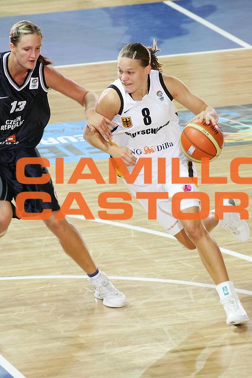 DESCRIZIONE : Vasto Italy Italia Eurobasket Women 2007 Germania Repubblica Ceca Germany Czech Republic <br /> GIOCATORE : Sarah Austmann <br /> SQUADRA : Germania Germany <br /> EVENTO : Eurobasket Women 2007 Campionati Europei Donne 2007 <br /> GARA : Germania Repubblica Ceca Germany Czech Republic <br /> DATA : 28/09/2007 <br /> CATEGORIA : Penetrazione <br /> SPORT : Pallacanestro <br /> AUTORE : Agenzia Ciamillo-Castoria/S.Silvestri <br /> Galleria : Eurobasket Women 2007 <br /> Fotonotizia : Vasto Italy Italia Eurobasket Women 2007 Germania Repubblica Ceca Germany Czech Republic <br /> Predefinita :