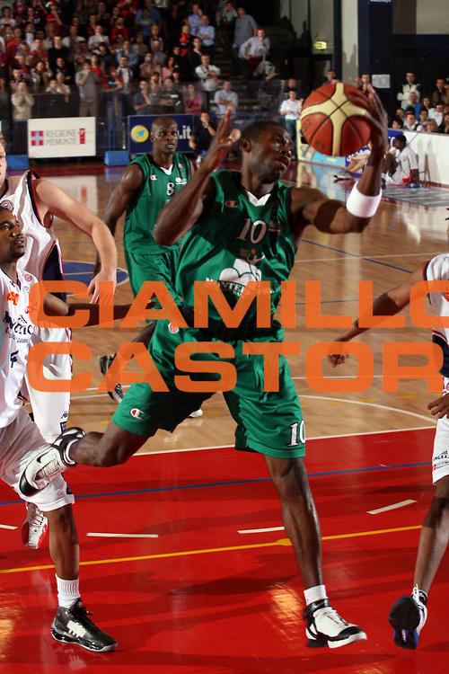 DESCRIZIONE : Biella Lega A1 2006-07 Angelico Biella Montepaschi Siena<br /> GIOCATORE : Sato<br /> SQUADRA : Montepaschi Siena<br /> EVENTO : Campionato Lega A1 2006-2007<br /> GARA : Angelico Biella Montepaschi Siena<br /> DATA : 03/12/2006<br /> CATEGORIA : Rimbalzo<br /> SPORT : Pallacanestro<br /> AUTORE : Agenzia Ciamillo-Castoria/S.Ceretti