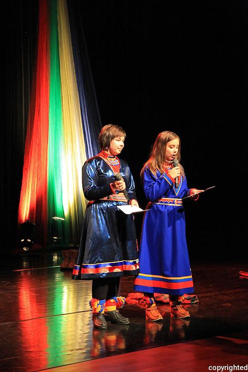 """Den femte sørsamiske kulturfestivalen ble arrangert på Røros,annet hvert år i Funäsdalen i Sverige. Lørdag premiere på """"Gon"""", en danse-, teater- og joikeperformance m/ Åarjelhsaemien Teatere."""