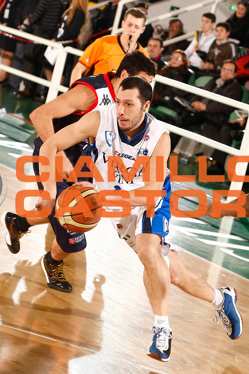 DESCRIZIONE : Avellino Final 8 Coppa Italia 2010 Quarto di Finale NGC Medical Cantu Angelico Biella<br /> GIOCATORE : Nicolas Mazzarino<br /> SQUADRA : NGC Medical Cantu<br /> EVENTO : Final 8 Coppa Italia 2010 <br /> GARA : NGC Medical Cantu Angelico Biella<br /> DATA : 19/02/2010<br /> CATEGORIA : palleggio<br /> SPORT : Pallacanestro <br /> AUTORE : Agenzia Ciamillo-Castoria/P.Lazzeroni<br /> Galleria : Lega Basket A 2009-2010 <br /> Fotonotizia : Avellino Final 8 Coppa Italia 2010 Quarto di Finale NGC Medical Cantu Angelico Biella<br /> Predefinita :