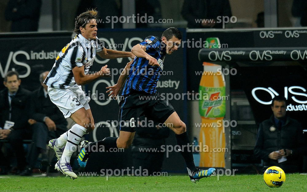 29.10.2011, Giuseppe Meazza Stadion, Mailand, ITA, Serie A, Inter Mailand vs Juventus Turin, im Bild LUCIO (Inter), Alessandro MATRI (Juventus) // during the serie A match between Inter Mailand vs Juventus Turin, at the Giuseppe Meazza stadium, Milan, Italy on 29/10/2011. EXPA Pictures © 2011, PhotoCredit: EXPA/ InsideFoto/ Alessandro Sabattini +++++ ATTENTION - FOR AUSTRIA/(AUT), SLOVENIA/(SLO), SERBIA/(SRB), CROATIA/(CRO), SWISS/(SUI) and SWEDEN/(SWE) CLIENT ONLY +++++