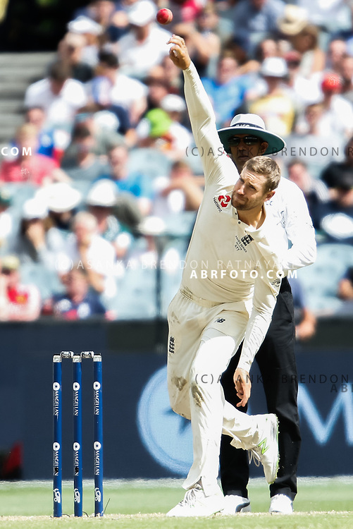 Dawid Malan bowling during day 5 of the 2017 boxing day test.