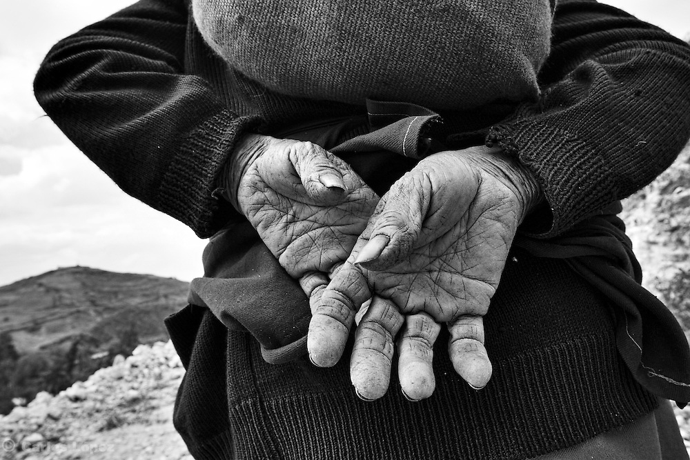 HANDS OF AN OLD WOMAN OF THE NORTH ANDES IN PERU.