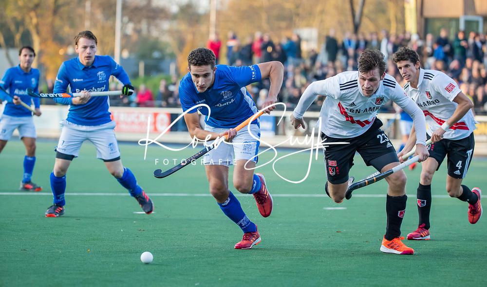 UTRECHT - Jonas de Geus (Kampong) met Wiegert Schut (Adam)   tijdens de hoofdklasse hockeywedstrijd mannen, Kampong-Amsterdam (4-3). COPYRIGHT KOEN SUYK
