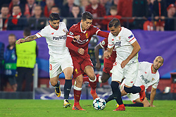 SEVILLE, SPAIN - Tuesday, November 21, 2017: Liverpool's Roberto Firmino during the UEFA Champions League Group E match between Sevilla FC and Liverpool FC at the Estadio Ramón Sánchez Pizjuán. (Pic by David Rawcliffe/Propaganda)