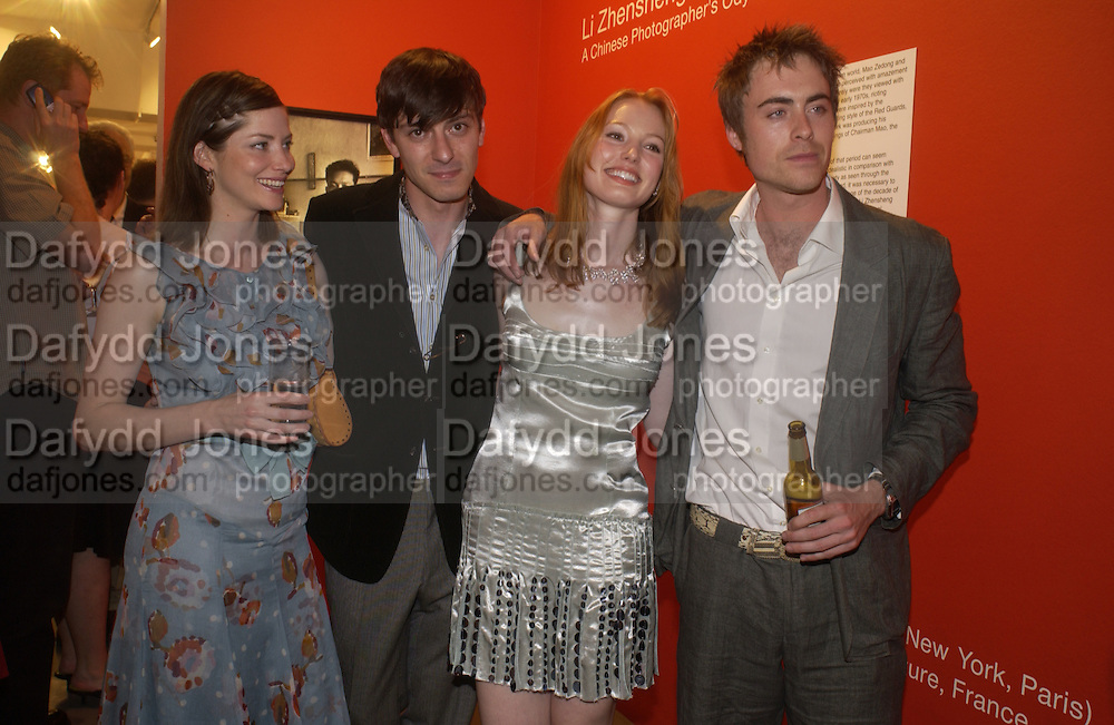 Sienna Guillory, Enzo Cilenti, Alicia Witt, and James Murray, The Shape of Things, first night party. Photographers Gallery, 17 May 2004. ONE TIME USE ONLY - DO NOT ARCHIVE  © Copyright Photograph by Dafydd Jones 66 Stockwell Park Rd. London SW9 0DA Tel 020 7733 0108 www.dafjones.com