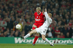 CARDIFF, WALES - Sunday, March 2, 2003: Liverpool's Stephane Henchoz and Manchester United's Paul Scholes during the Football League Cup Final at the Millennium Stadium. (Pic by David Rawcliffe/Propaganda)