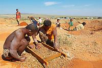 "Madagascar. Ville miniere de Ilakaka, le royaume du saphir. Chercheur de saphir. // Madagascar. Mine city of Ilakaka, Sapphire ""kingdom""."