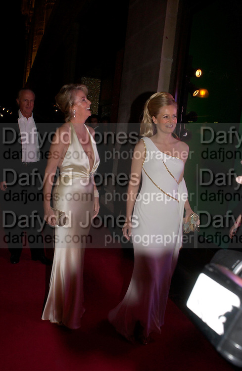 Hillary, Galen and Allanah Weston. Selfridges Las Vegas dinner hosted by  hon Galen , Hillary Weston and Allanah Weston. Selfridges Oxford St. 20 April 2005. ONE TIME USE ONLY - DO NOT ARCHIVE  © Copyright Photograph by Dafydd Jones 66 Stockwell Park Rd. London SW9 0DA Tel 020 7733 0108 www.dafjones.com