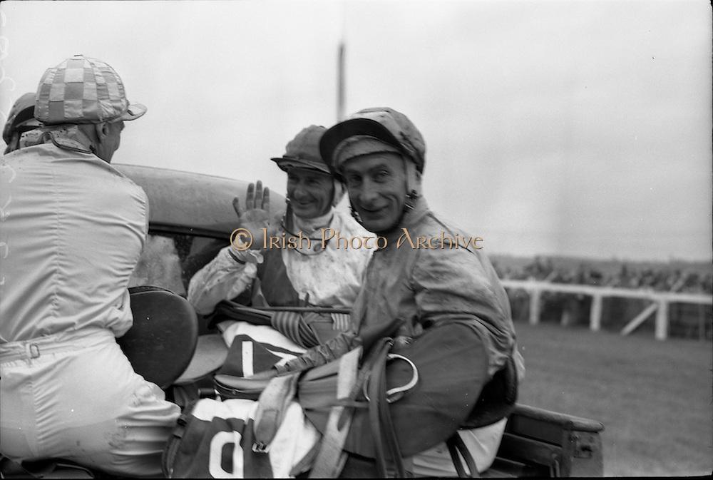 29/06/1963<br /> 06/29/1963<br /> 29 June 1963<br /> Irish Sweeps Derby at the Curragh Racecourse, Co. Kildare. Jockeys congratulate their colleague Garnie Bougoure (centre) on his win.