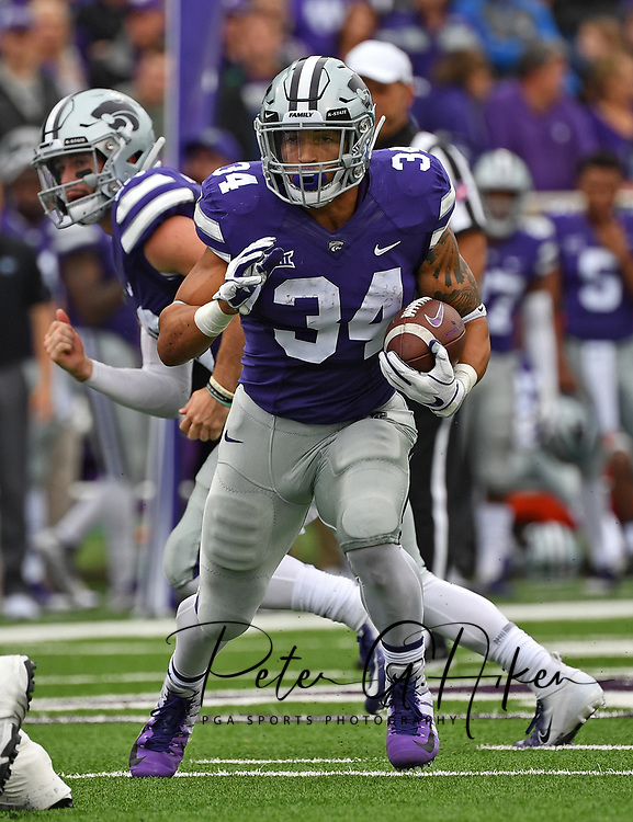 MANHATTAN, KS - SEPTEMBER 08:  Running back Alex Barnes #34 of the Kansas State Wildcats rushes up field during the first half against the Mississippi State Bulldogs on September 8, 2018 at Bill Snyder Family Stadium in Manhattan, Kansas.  (Photo by Peter G. Aiken/Getty Images) *** Local Caption *** Alex Barnes