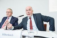 30 AUG 2016, BERLIN/GERMANY:<br /> Manfred Guellner (L), Geschaeftsfuehrer Forsa-Institut, und Ulrich Silberbach (R), dbb Bundesvorsitzender, Pressekonferenz des Deutschen Beamtenbundes, dbb, zur Vorstellung der &quot;dbb B&uuml;rgerbefragung &ouml;ffentlicher Dienst 2018&ldquo; von Forsa, dbb atrium<br /> IMAGE: 20180830-01-033<br /> KEYWORDS: Manfred G&uuml;llner
