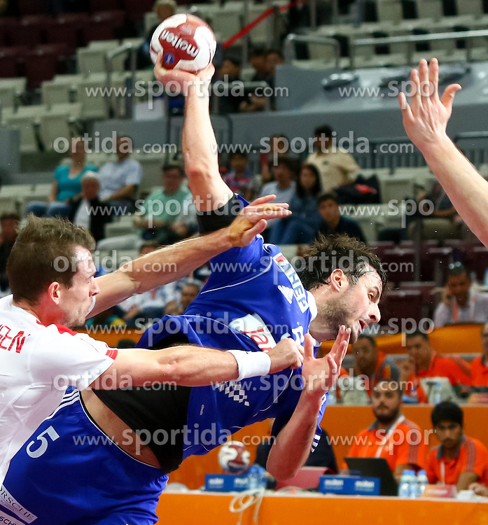 31.01.2015, Lusail Multipurpose Hall, Lusail, QAT, IHF, Handball Weltmeisterschaft der Herren, Spiel um Platz 5, Dänemark vs Kroatien, im Bild Domagoj Duvnjak (CRO) // during the IHF Handball World Championship match for the fifth place between Denmark and Croatia at the Lusail Multipurpose Hall, Lusail, Qatar on 2015/01/31. EXPA Pictures © 2015, PhotoCredit: EXPA/ Sebastian Pucher