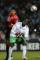FOOTBALL - FRENCH CHAMPIONSHIP 2010/2011 - L1 - LILLE OSC v AS SAINT ETIENNE - 22/12/2010 - PHOTO JEAN MARIE HERVIO / DPPI - TULIO DE MELO (LOSC) / BAYAL SALL (ASSE)