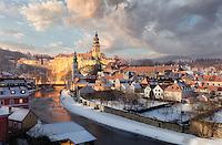 """Cesky Krumlov / Krumau wird nicht umsonst """"Perle des Böhmerwaldes"""" oder """"Venedig an der Moldau"""" genannt.  Die Altstadt des böhmischen Städtchens ist makellos erhalten. Im Winter haben Besucher die fast unwirkliche Kulisse fast ganz für sich."""