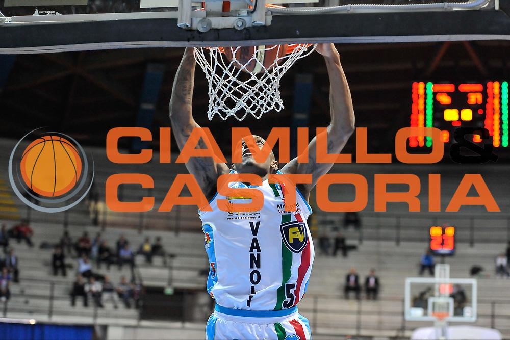 DESCRIZIONE : Final Eight Coppa Italia 2015 Desio Quarti di Finale Dinamo Banco di Sardegna Sassari - Vanoli Cremona<br /> GIOCATORE : Kenny Hayes<br /> CATEGORIA : Schiacciata Sequenza<br /> SQUADRA : Vanoli Cremona<br /> EVENTO : Final Eight Coppa Italia 2015 Desio<br /> GARA : Dinamo Banco di Sardegna Sassari - Vanoli Cremona<br /> DATA : 20/02/2015<br /> SPORT : Pallacanestro <br /> AUTORE : Agenzia Ciamillo-Castoria/L.Canu