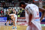 DESCRIZIONE : Varese FIBA Eurocup 2015-16 Openjobmetis Varese Telenet Ostevia Ostende<br /> GIOCATORE : Mychel Thompson<br /> CATEGORIA : Delusione Ginocchio<br /> SQUADRA : Openjobmetis Varese<br /> EVENTO : FIBA Eurocup 2015-16<br /> GARA : Openjobmetis Varese - Telenet Ostevia Ostende<br /> DATA : 28/10/2015<br /> SPORT : Pallacanestro<br /> AUTORE : Agenzia Ciamillo-Castoria/M.Ozbot<br /> Galleria : FIBA Eurocup 2015-16 <br /> Fotonotizia: Varese FIBA Eurocup 2015-16 Openjobmetis Varese - Telenet Ostevia Ostende