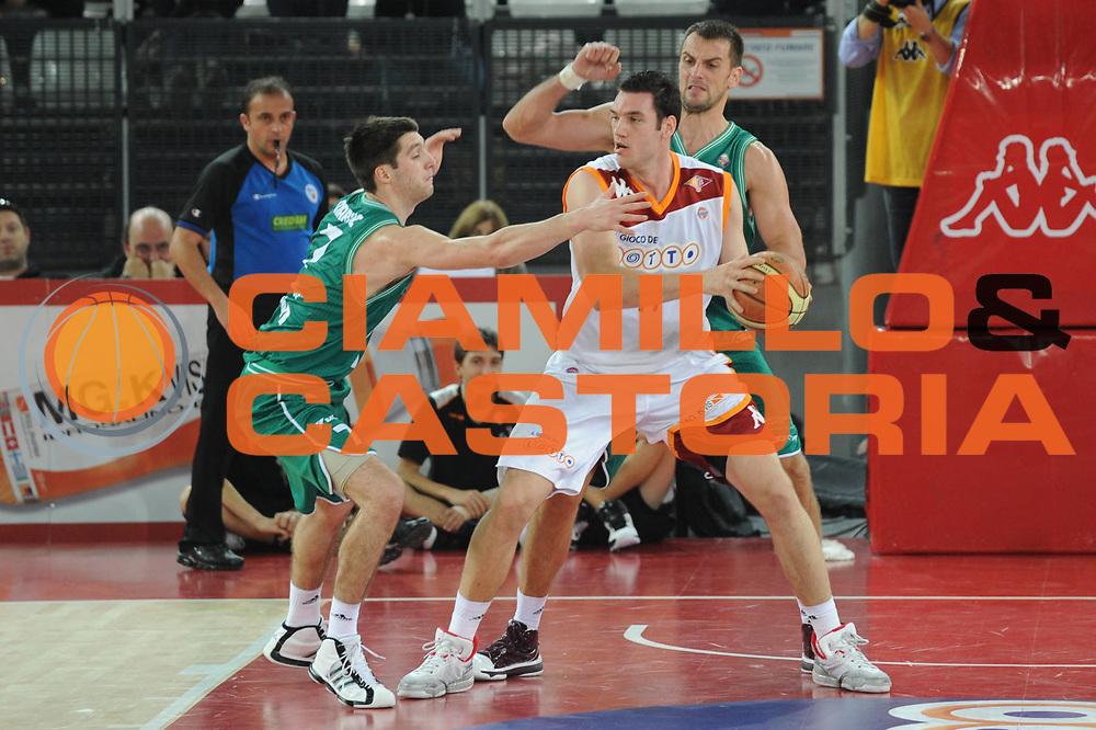 DESCRIZIONE : Roma Lega A 2010-11 Lottomatica Virtus Roma Benetton Treviso<br /> GIOCATORE : Andrea Crosariol <br /> SQUADRA : Lottomatica Virtus Roma<br /> EVENTO : Campionato Lega A 2010-2011 <br /> GARA : Lottomatica Virtus Roma Benetton Treviso<br /> DATA : 14/11/2010<br /> CATEGORIA : Palleggio Controcampo<br /> SPORT : Pallacanestro <br /> AUTORE : Agenzia Ciamillo-Castoria/GiulioCiamillo<br /> Galleria : Lega Basket A 2010-2011 <br /> Fotonotizia :Roma Lega A 2010-11 Lottomatica Virtus Roma Benetton Treviso<br /> Predefinita :