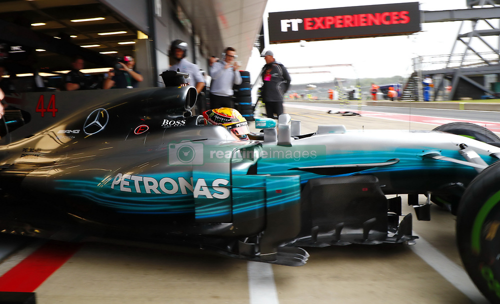 July 15, 2017 - Silverstone, Great Britain - Motorsports: FIA Formula One World Championship 2017, Grand Prix of Great Britain, ..#44 Lewis Hamilton (GBR, Mercedes AMG Petronas F1 Team) (Credit Image: © Hoch Zwei via ZUMA Wire)
