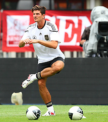 02.06.2011, Ernst Happel Stadion, Wien, AUT, UEFA EURO 2012, Qualifikation, Abschlusstraining Deutschland (GER), im Bild Mario Gomez, (GER) // during the final training from Germany for the UEFA Euro 2012 Qualifier Game, Austria vs Germany, at Ernst Happel Stadium, Vienna, 2010-06-02, EXPA Pictures © 2011, PhotoCredit: EXPA/ T. Haumer