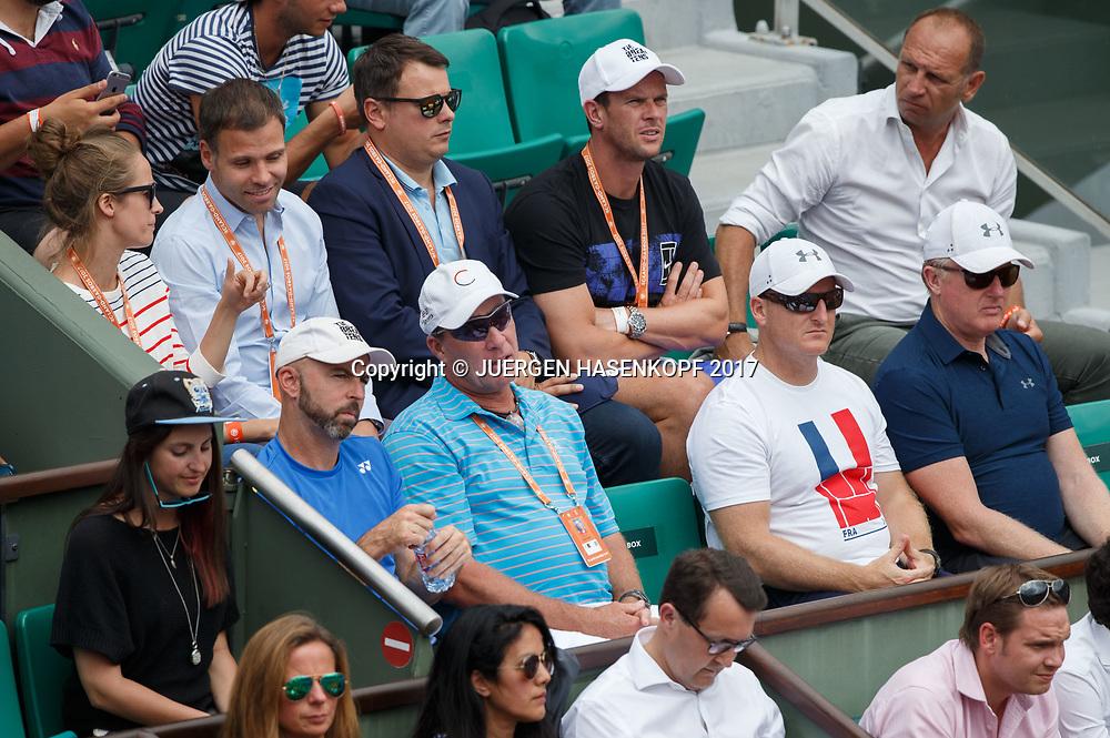 ANDY MURRAY Team, vorne Trainer Ivan Lendl, dahinter Ehefrau Kim im Gespraech mit Manager Matt Gentry,<br /> <br /> Tennis - French Open 2017 - Grand Slam ATP / WTA -  Roland Garros - Paris -  - France  - 30 May 2017.