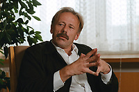 26 JUL 1999 - BERLIN, GERMANY:<br /> Jürgen Trittin, Bundesumweltminister, während einem Interview in seinem Büro, Bundesumweltministerium<br /> Juergen Trittin,  Federal Minister of Environment, during an interview in his office, Fed. Ministry of Environment<br /> IMAGE: 19990726-01/03-34