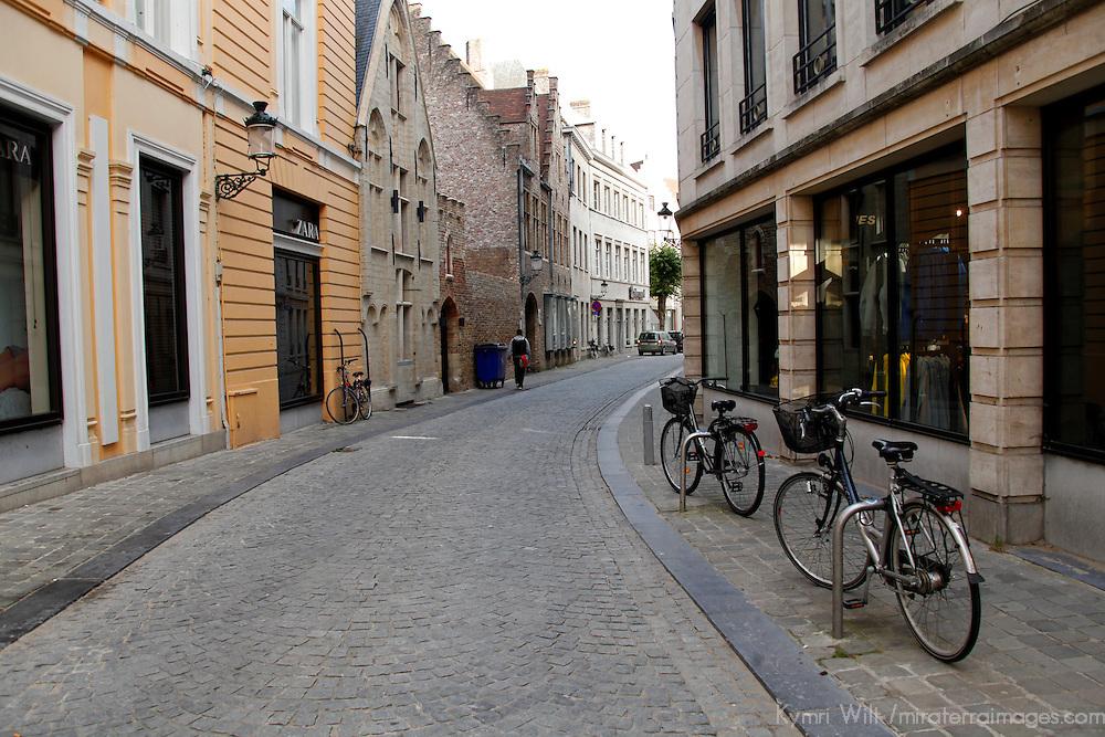 Europe, Belgium, Brugges. Cobblestone street of Brugges.