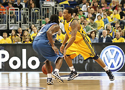 08.05.2010, o2-World Berlin, GER, Beko BBL, Playoffs Viertelfinale 1, Alba Berlin vs Deutsche Bank Skyliners Frankfurt im Bild Rashad Wright  (Alba Berlin #12)  und Aubrey Reese (Deutsche Bank Skyliners Frankfurt #4)   EXPA Pictures © 2010, PhotoCredit: EXPA/ nph/  Hammes / SPORTIDA PHOTO AGENCY