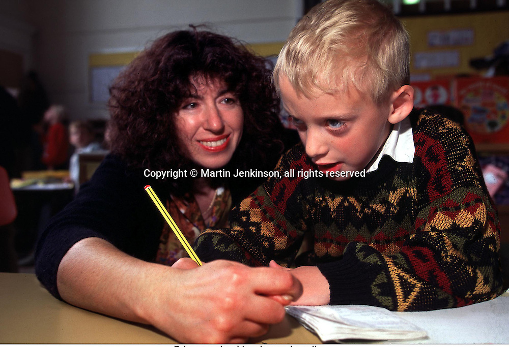 Primary school teacher and pupil....© Martin Jenkinson tel 0114 258 6808  mobile 07831 189363 email martin@pressphotos.co.uk  NUJ recommended terms & conditions apply. Copyright Designs & Patents Act 1988. Moral rights asserted credit required. No part of this photo to be stored, reproduced, manipulated or transmitted by any means without prior written permission.