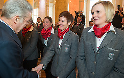 29.01.2014, Hofburg, Wien, AUT, Sochi 2014, Vereidigung OeOC, im Bild Bundespräsident Heinz Fischer, Kathrin Zettel, Nicole Hosp // Austrians President Heinz Fischer, Kathrin Zettel, Nicole Hosp during the swearing-in of the Austrian National Olympic Committee for Sochi 2014 at the  Hofburg in Vienna, Austria on 2014/01/29. EXPA Pictures © 2014, PhotoCredit: EXPA/ JFK