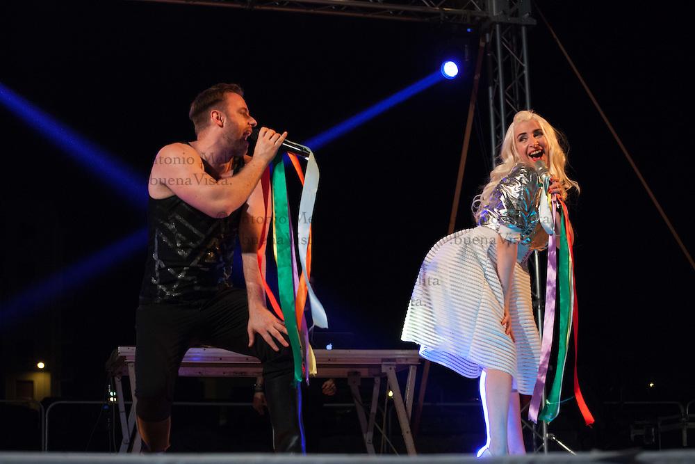 Palermo Pride 2016: il principe del porn groove Immanuel Casto, insieme a Romina Falconi, infiamma il palco di Casa Pride a Palermo.
