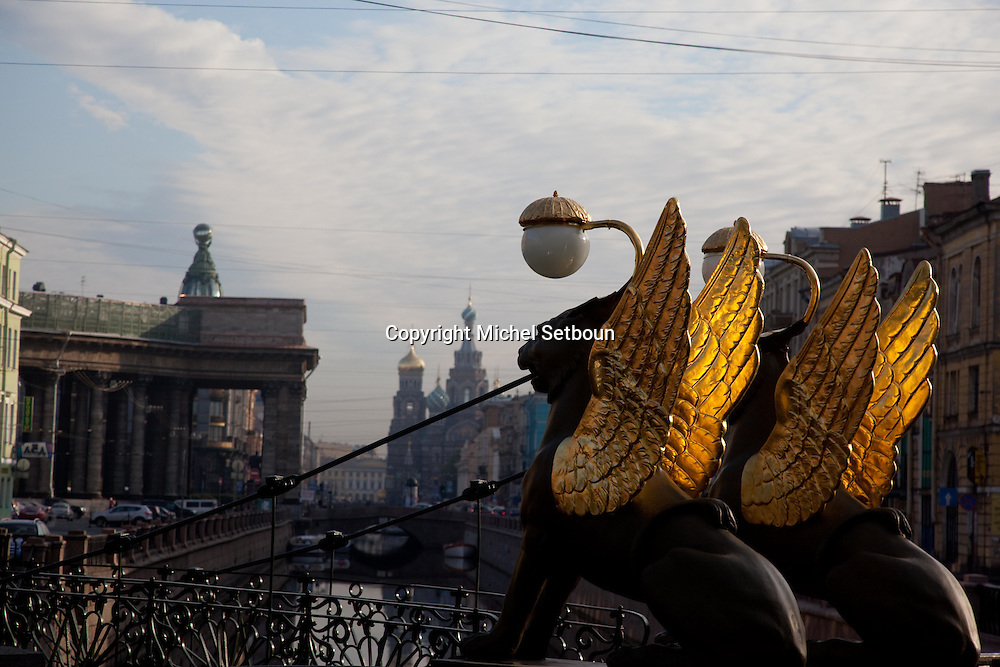 Russia, St. Petersburg, Bankovsky Bridge is a suspension foot bridge built across the Griboedov canal. It is famous for it's golden gryphons. bank bridge.///.le pont de la banque avec ses deux griffons dores sur le canal Griboedova. Saint Petersbourg