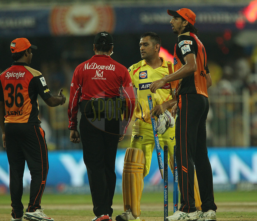Players shake hands after the match during match 17 of the Pepsi Indian Premier League 2014 between the Sunrisers Hyderabad and the Chennai Superkings held at the Sharjah Cricket Stadium, Sharjah, United Arab Emirates on the 27th April 2014<br /> <br /> Photo by Ron Gaunt / IPL / SPORTZPICS
