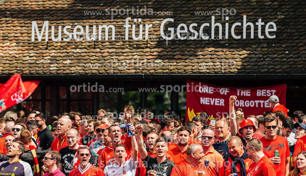 "18.05.2016, Innenstadt, Basel, SUI, UEFA EL, FC Liverpool vs Sevilla FC, Finale, im Bild Liverpool Fans sorgen für Stimmung vor dem Museum für Geschichte // Liverpool Fans cheering in front the ""Museum für Geschichte"" before the Final Match of the UEFA Europaleague between FC Liverpool and Sevilla FC at the Citycenter of Basel, Switzerland on 2016/05/18. EXPA Pictures © 2016, PhotoCredit: EXPA/ JFK"