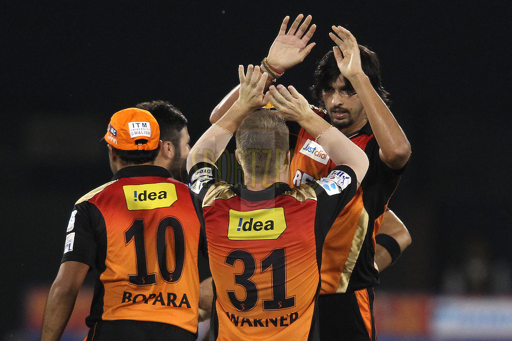 Sunrisers Hyderabad captain David Warner and Ishant Sharma of Sunrisers Hyderabad celebrate as Sunrisers Hyderabad beat Delhi Daredevils by 6 runs during match 45 of the Pepsi IPL 2015 (Indian Premier League) between The Delhi Daredevils and the Sunrisers Hyderabad held at the Shaheed Veer Narayan Singh International Cricket Stadium in Raipur, India on the 9th May 2015.<br /> <br /> Photo by:  Shaun Roy / SPORTZPICS / IPL