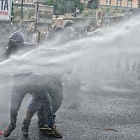 Block  Bce, contro il vertice della Bce a Napoli