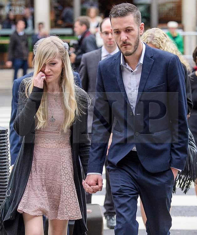 © Licensed to London News Pictures. 24/07/2017. London, UK.  CHRIS GARD and CONNIE YATES arrive at The Royal Courts of Justice in London. The parents of terminally ill Charlie Gard have returned to the High Court in light of new evidence relating to potential treatment for their son's condition. An earlier lengthy legal battle ruled that Charlie could not be taken to the US for experimental treatment. London, UK. Photo credit: Ben Cawthra/LNP