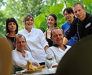 27/07/12 - THIERS - PUY DE DOME - FRANCE - Equipe du restaurant chez la mere depalle - Photo Jerome CHABANNE