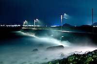 B&oslash;lger sl&aring;r innover Alnes i Giske kommune under uv&aelig;ret fredag kveld.<br /> Foto: Svein Ove Ekornesv&aring;g