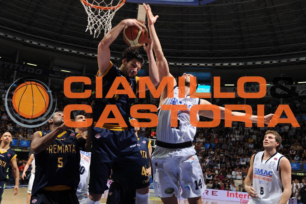 DESCRIZIONE : Bologna Lega A 2008-09 GMAC Fortitudo Bologna Premiata Montegranaro<br /> GIOCATORE : Dejan Ivanov<br /> SQUADRA : Premiata Montegranaro<br /> EVENTO : Campionato Lega A 2008-2009<br /> GARA : GMAC Fortitudo Bologna Premiata Montegranaro<br /> DATA : 15/04/2009<br /> CATEGORIA : rimbalzo<br /> SPORT : Pallacanestro<br /> AUTORE : Agenzia Ciamillo-Castoria/M.Marchi